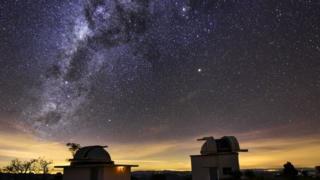 POLUIÇÃO: Luminosidade das grandes cidades faz estrelas 'desaparecerem' do céu e pesquisas minguarem