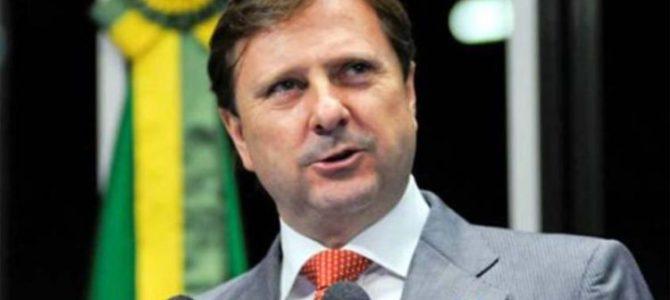 É O BRASIL: Hospital da família de senador impede PF de transferi-lo para prisão