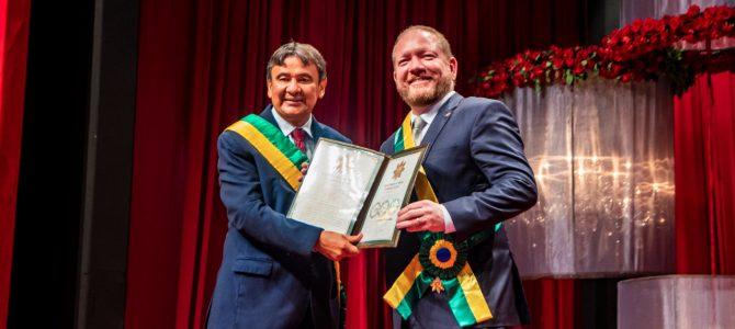 MEDALHA ESTADUAL: Presidente Othelino Neto é homenageado pelo Governo do Piauí
