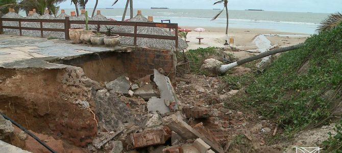 SÓ O COMEÇO! Chuva causa transtornos em São Luís e corta Avenida Litorânea
