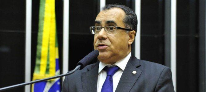 É O BRASIL!!! Deputado preso integra comissão no plantão do Congresso Nacional