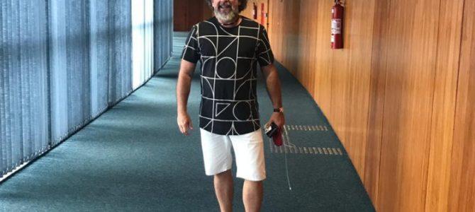 O CARA DE PAU: Após entrar no STF de bermuda, advogado de políticos encrencados tem a 'coragem' de pedir desculpas